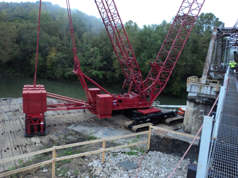 Manitowoc 2100, Setting Railroad Bridge