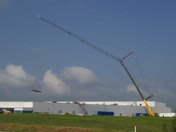 Yellow Sterett crane in action